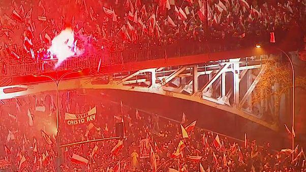 Ultras europeos celebran en Polonia el centenario del país