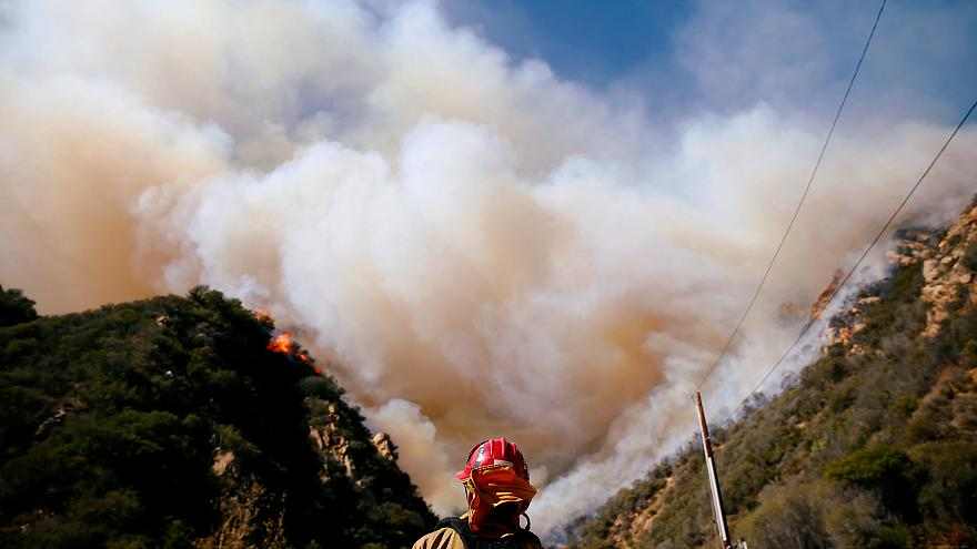 Una scia di fuoco lega California, Grecia e Portogallo