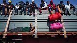 Migrantes à boleia para chegar aos EUA