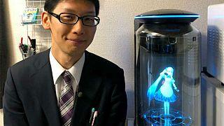 'Kanlı-canlı bir kadınla olmazdı' diyen Japon, hologram sevgilisiyle evlendi