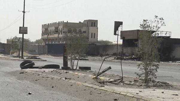 آثار القتال في مدينة الحديدة