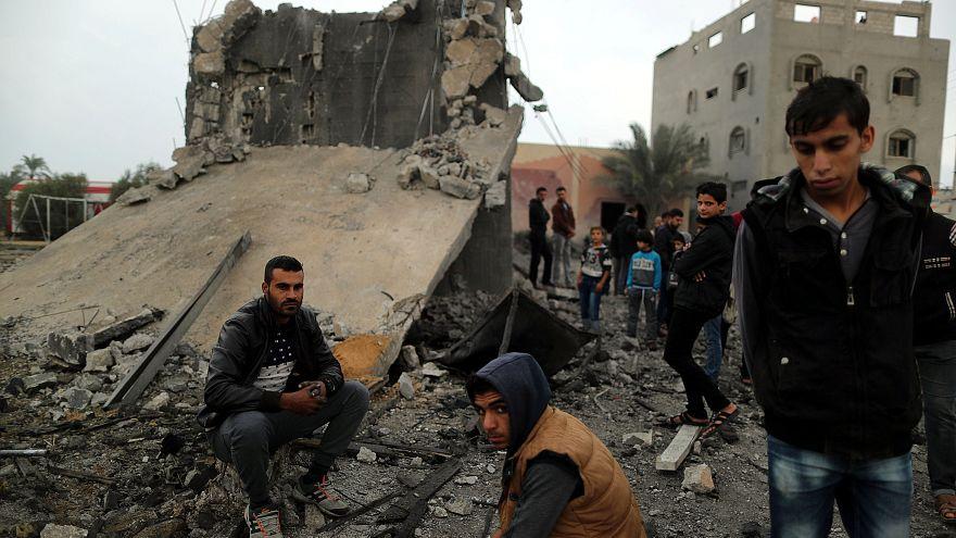 Kommandós akció és légicsapás Gázában