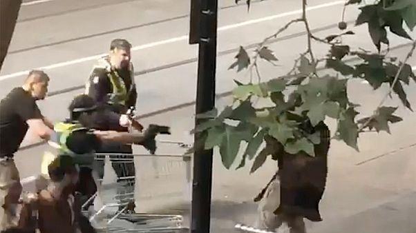 Hatalmas összeget gyűjtöttek a hajléktalan hősnek Melbourne-ben