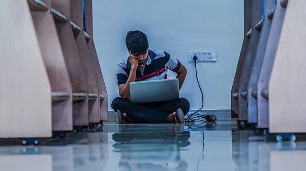 Araştırma: Facebook, Snapchat ve Instagram gibi platformlar yalnızlığı ve depresyonu körüklüyor
