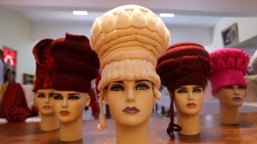 Kazılarla çıkarılan 2 bin 300 yıllık şapkalar yeniden tasarlanıyor