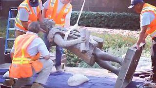 Kaşif Kristof Kolomb'un heykeli 'lekeli bir geçmişi hatırlatıyor' denilerek kaldırıldı