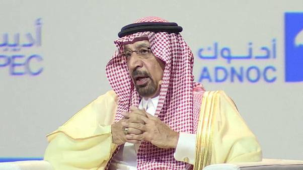 السعودية ستخفض امداداتها النفطية الشهر القادم
