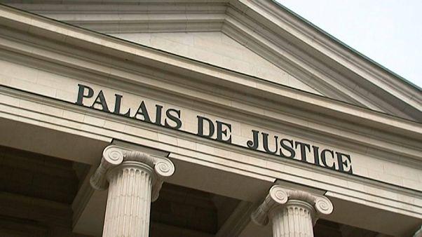 فرنسا تحاكم أمّاً تركت رضيعها في صندوق السيارة لمدة سنتين
