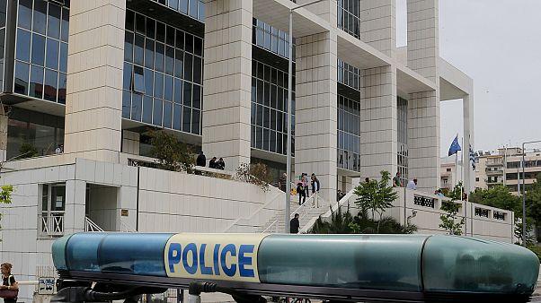 Επίθεση αντιεξουσιαστών στο Εφετείο – Τέσσερις αστυνομικοί τραυματίες