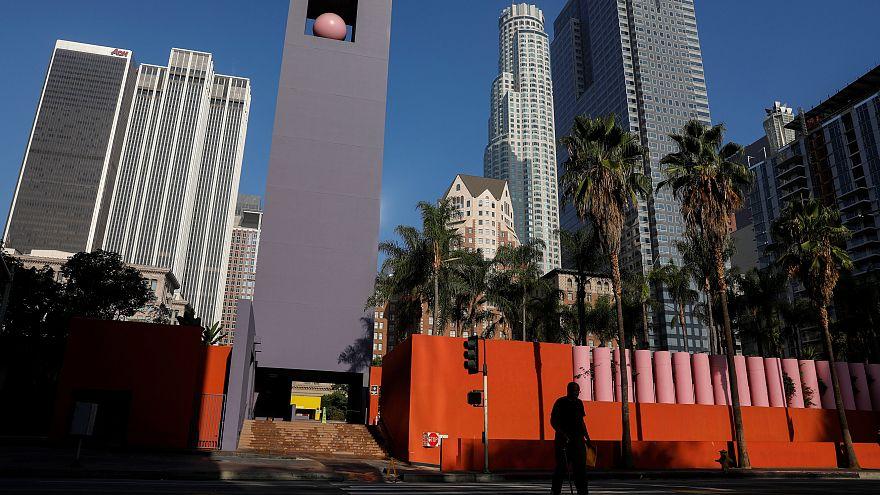 السكان الأصليون في لوس أنجلس يزيلون تمثالا لكريستوف كولومبوس