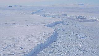 Bir buz dağı ilk kez bu kadar yakından görüntülendi