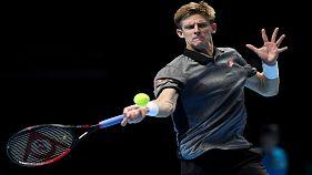 لاعب التنس كيفن أندرسن يفاجئ زوجته في عيد ميلادها