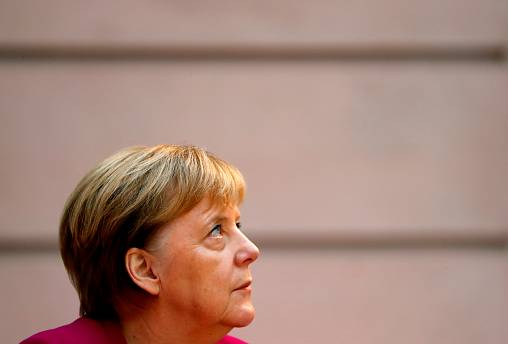 Merkel discursa em Estrasburgo esta terça-feira