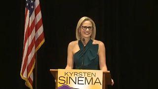 Mujer y demócrata, Kyrsten Sinema hace historia en Arizona