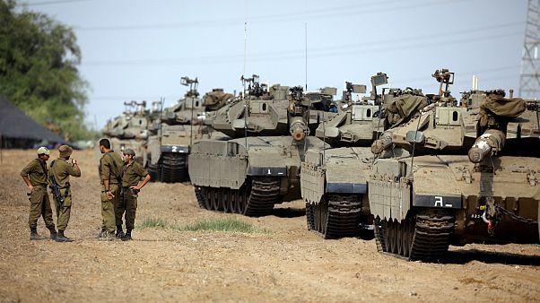 اسرائیل برای تدارک حمله ای زمینی تانک های خود را به نوار غزه گسیل کرد