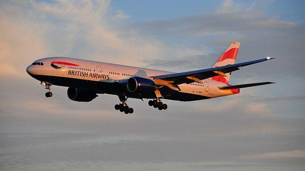 ادعای دو خلبان مبنی بر مشاهده اشیاء ناشناس متحرک در آسمان ایرلند