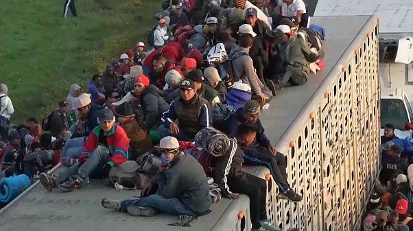 Λατινική Αμερική: Ένα μήνα στο δρόμο το καραβάνι των μεταναστών