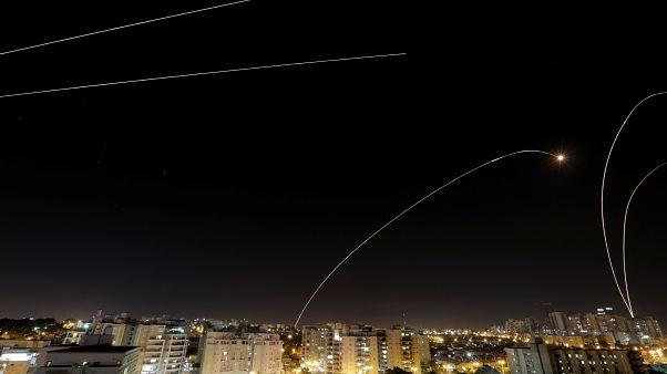 بعد مقتل مدني إسرائيلي وإطلاق 370 صاروخ فلسطيني.. كيف قضى سكان عسقلان ليلتهم؟
