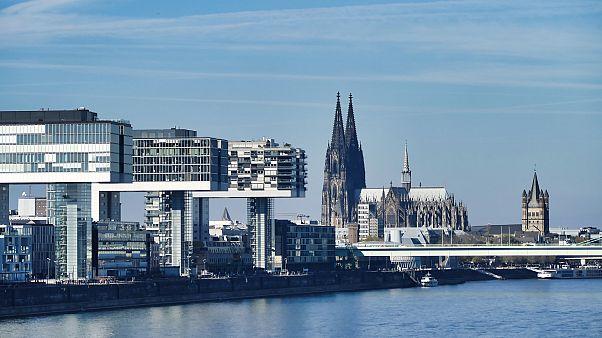 Köln: Tanker mit 1.200 Tonnen Diesel läuft auf Grund