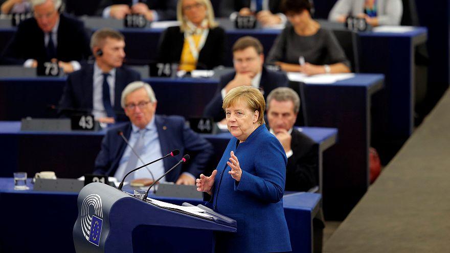 """Merkel defiende """"un auténtico ejército común"""" europeo"""