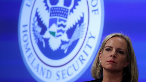 ترامب يفكر في إقالة وزيرة الأمن الداخلي كيرستن نيلسن بسبب ملف الهجرة