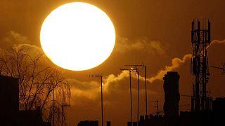 Çin'in 'yapay güneşi' 100 milyon derecelik ısı elde etti