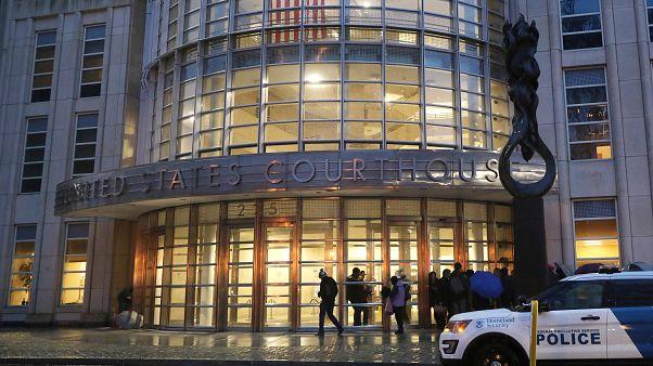 Un vehículo de policía frente al Tribunal Federal de Brooklyn, NY, 13/11/18