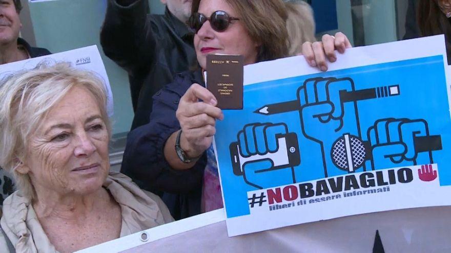 """""""Vulgáris sakáloknak"""" nevezte az újságírókat az olasz miniszterelnök-helyettes"""