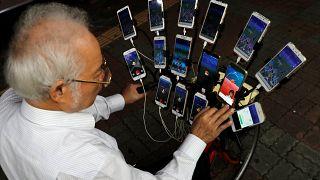 Taiwan: uomo di 70 anni gioca a Pokémon Go con 15 telefoni