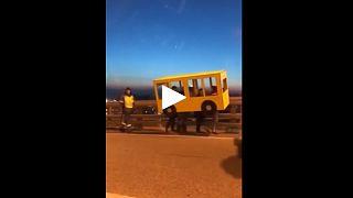 Маскировка под автобус не помогла жителям Владивостока пересечь Золотой Рог