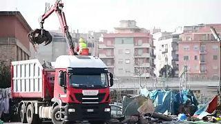 Kiürítettek egy menekülttábort Rómában