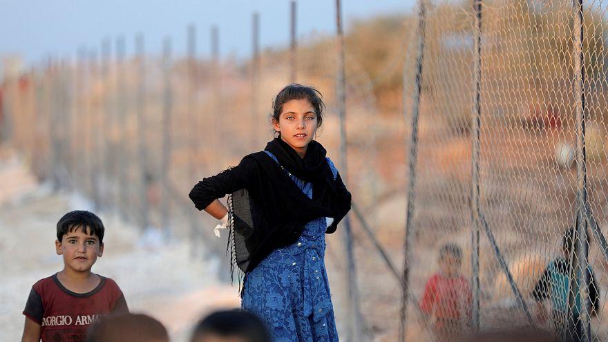 لاجئون سوريون في مخيم أطمة