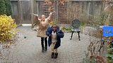 El conmovedor vídeo de dos niños refugiados en Canadá que ven nevar por primera vez