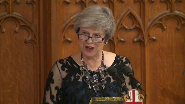 حكومة ماي تجتمع بعد موافقة المملكة المتحدة والاتحاد الأوروبي على نص مسودة اتفاق الانسحاب