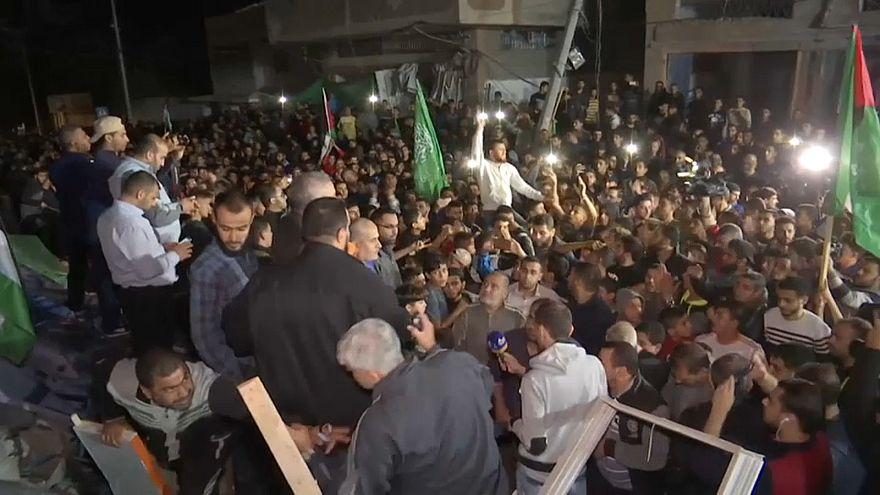 احتفالات فلسطينية وهدوء حذر مع توقف إطلاق النار في قطاع غزة