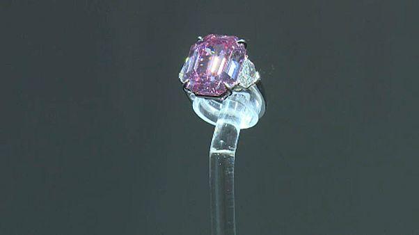 Редкий розовый бриллиант продан за 50 миллионов долларов