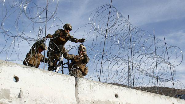 کاروان پناهجویان؛ آمریکا در مرز مکزیک سیم خاردار کشید