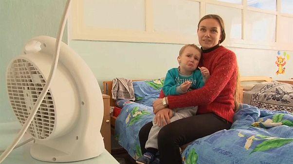 Мёрзнущие украинцы просят включить отопление