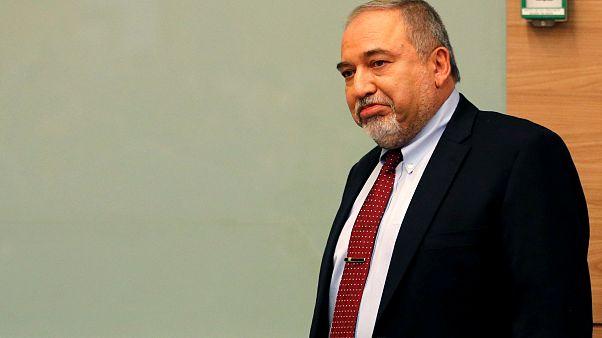 El ministro de Defensa israelí Avigdor Lieberman anuncia su dimisión