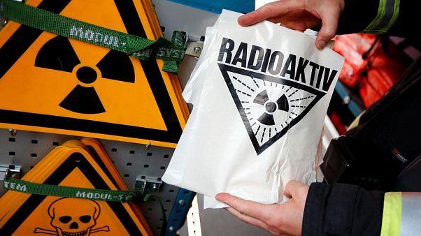 رموز تدل على مواد مشعة نووية