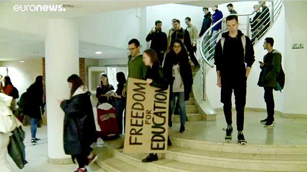 A kormány intézkedései ellen tiltakoztak az ELTE-n