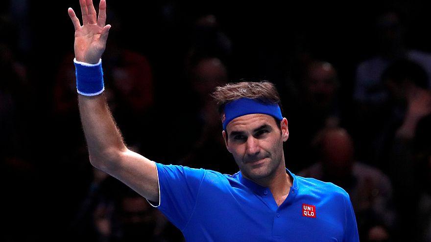 Federer vence a Thiem y apunta a las semifinales de la Copa de Maestros