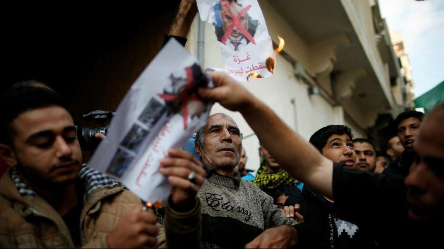 خوشحالی فلسطینیان از استعفای وزیر دفاع اسرائیل پس از برقراری آتش بس در غزه