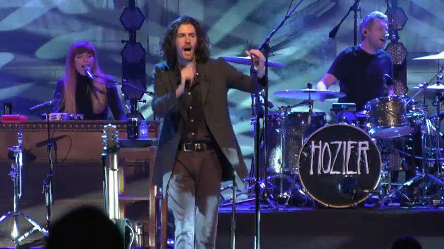 Hozier rend hommage aux voix contestataires
