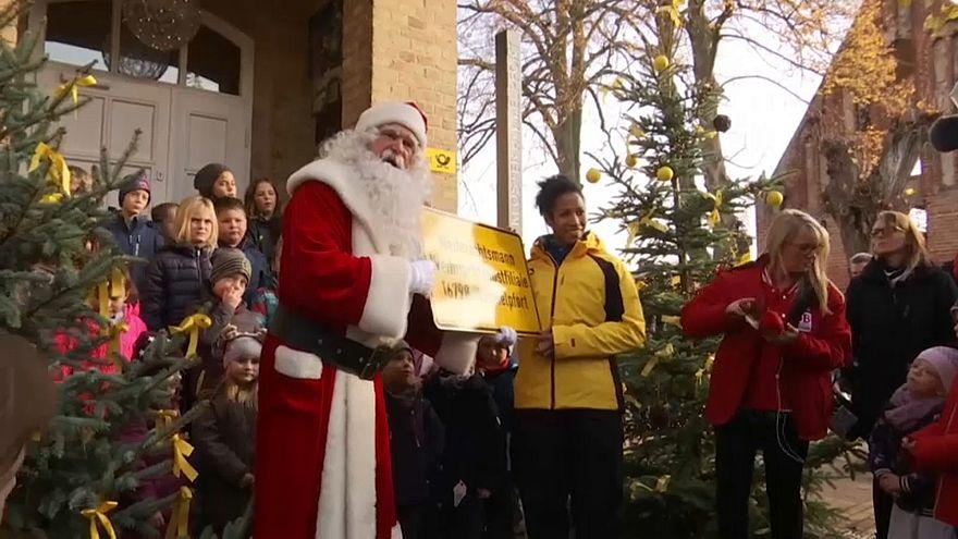 Германия: Санта-Клаус отвечает на письма детей