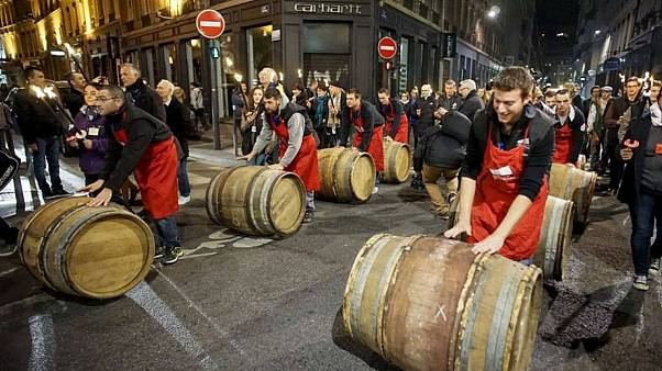جشنی برای شراب در فرانسه؛ مراسم نوشیدن «بوژوله» جوان