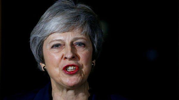 Theresa May procura apoio de Emmanuel Macron para os planos de Chequers