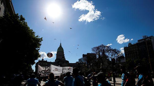 Protesta multitudinaria contra el presupuesto argentino