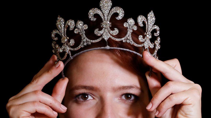 10 milliárd forint Marie Antoinette gyöngymedáljáért