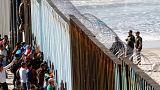 Az amerikai határra értek a hondurasi migránsok